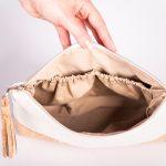 Geräumige, stylische und elegante Kosmetiktasche aus einer Mischung aus Kunstleder und Korkleder Innenansicht