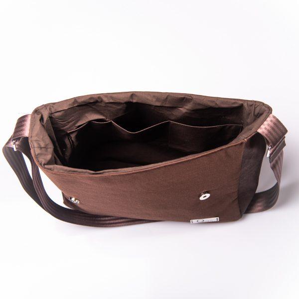 Funktionell, zeitlos, elegante Messenger Bag aus braunen Korkleder und braunen Outdoorstoff. Innenansicht