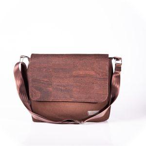 Funktionell, zeitlos, elegante Messenger Bag aus braunen Korkleder und braunen Outdoorstoff Vorderansicht