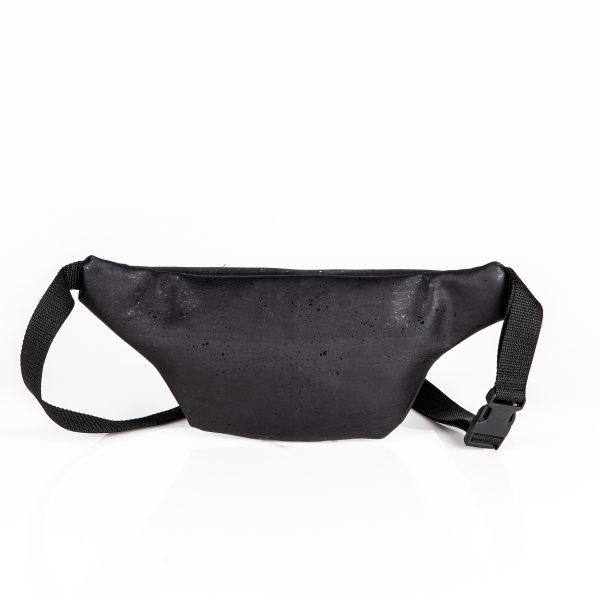 Praktische handgefertigte Bauchtasche aus Korkleder in schwarz Hinteransicht