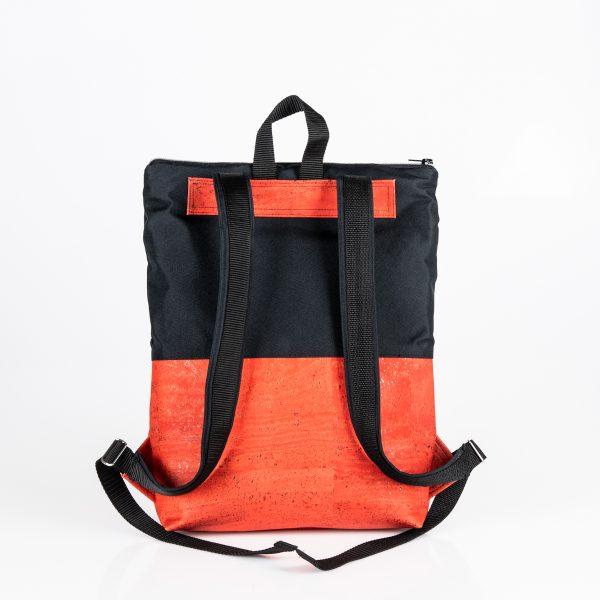Urban, trendig, praktisch, mobil, flexibel ist der City – Rucksack Annabelle in Red/Black Hinteransicht.