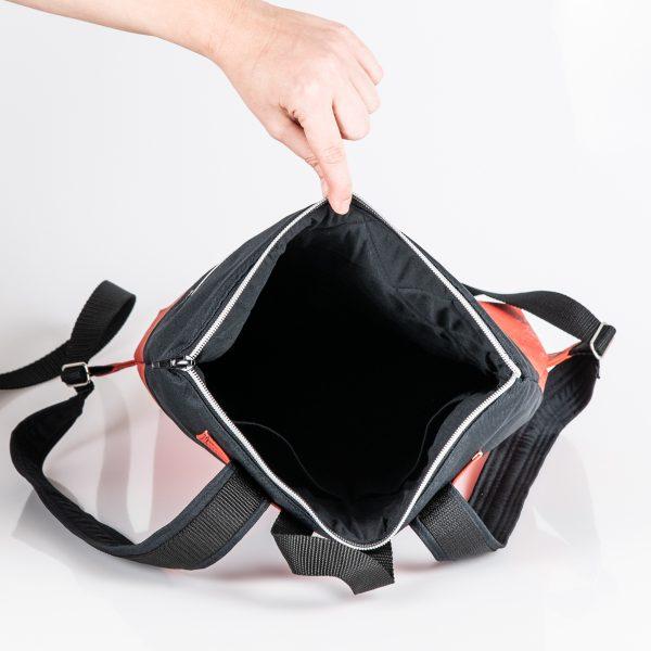 Urban, trendig, praktisch, mobil, flexibel ist der City – Rucksack Annabelle in Red/Black Innenansicht.